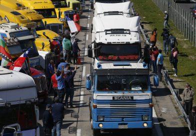 Camioneros vuelven a manifestarse en la Ruta 5 Sur